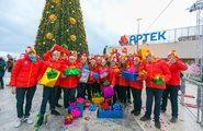 Гуляния на набережной. Новогоднее шествие по набережной «Артека» до Дворцовой площади. Музыкальная программа «Хиты уходящего 2017 года». Мюзикл-ремейк «12 месяцев в Артеке»