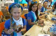 В Лагерях - Посещение школы. Посещение студий детского творчества.