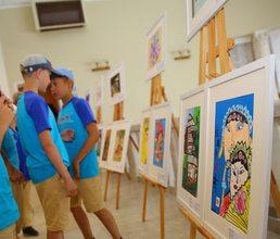 В «Артеке» прошла выставка рисунков юных художников из Китая