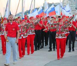 Артековцы дарят живую музыку жителям и гостям Крыма