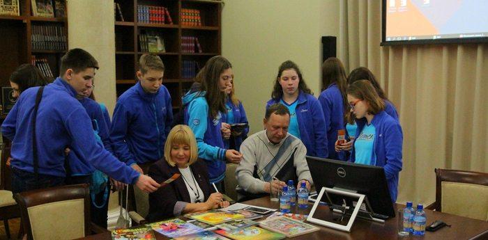 Артековцы перенимают опыт у крымских писателей