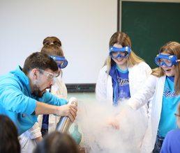 Будущие ученые знакомятся в «Артеке» с новыми сферами науки