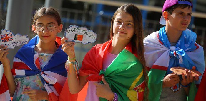 Юные дипломаты подарили «Артеку» новый арт-объект