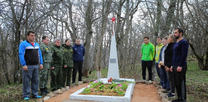 Сотрудники «Артека» и СК России благоустроили памятники героям войны