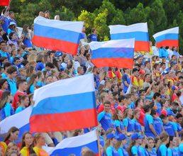 Артековцы посвятили триколору свои спортивные рекорды