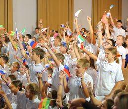 Телемост с Марией Захаровой открыл Детскую ассамблею ООН в «Артеке»