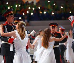 Вальс, фокстрот и полька – в «Артеке» состоялся кадетский бал