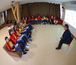Представители прокуратуры знакомят юных правоведов «Артека» с законодательством