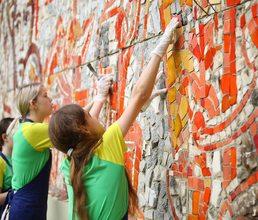 Артековцы отреставрировали мозаичное панно «Всегда готов»