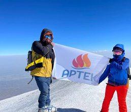 Флаг «Артека» на горе Арарат