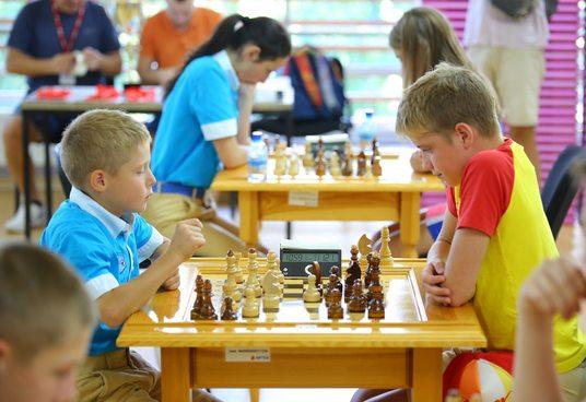 Артековцы отмечают Международный день шахмат турниром и игрой с профессионалами