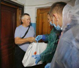 Волонтеры «Артека» поздравили ветеранов с Днем пожилого человека