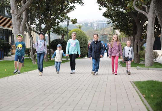 Симферопольские школьники побывали с экскурсией в «Артеке»