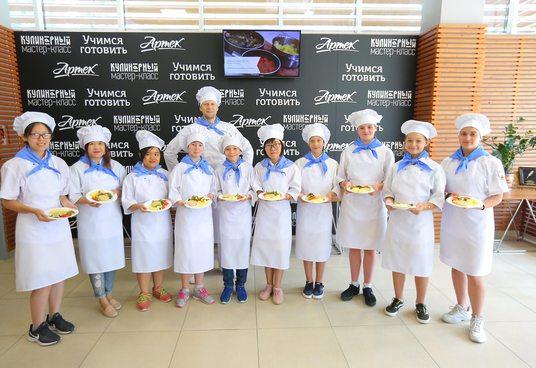 Артековцы приготовили любимое русское  блюдо Саманты Смит