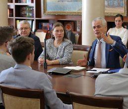 Годовщину «Крымской весны» на круглом столе в «Артеке» обсудили дети и взрослые